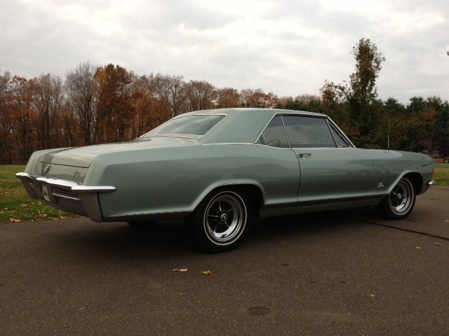 1965 BUICK RIVIERA 2 DOOR HARDTOP - Rear 3/4 - 137707