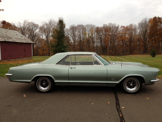 1965 BUICK RIVIERA 2 DOOR HARDTOP - Side Profile - 137707