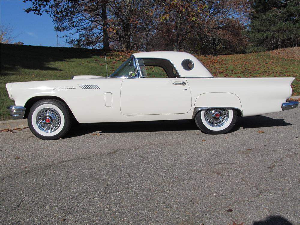 1957 FORD THUNDERBIRD CONVERTIBLE - Side Profile - 137741