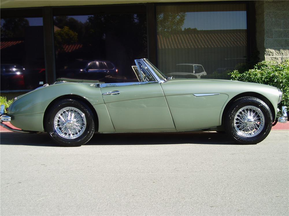 1965 AUSTIN-HEALEY 3000 MARK III BJ8 CONVERTIBLE - Side Profile - 137742