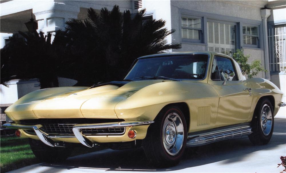 1967 CHEVROLET CORVETTE 2 DOOR COUPE - Front 3/4 - 137747