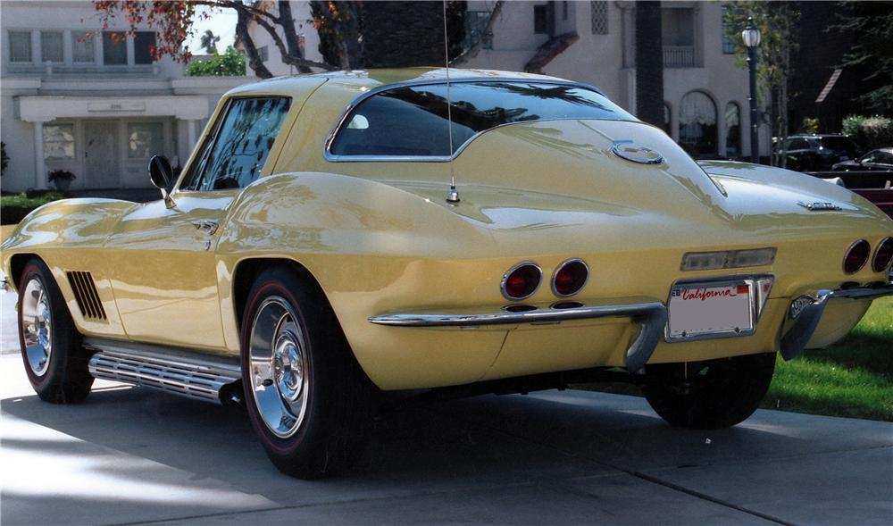 1967 CHEVROLET CORVETTE 2 DOOR COUPE - Rear 3/4 - 137747
