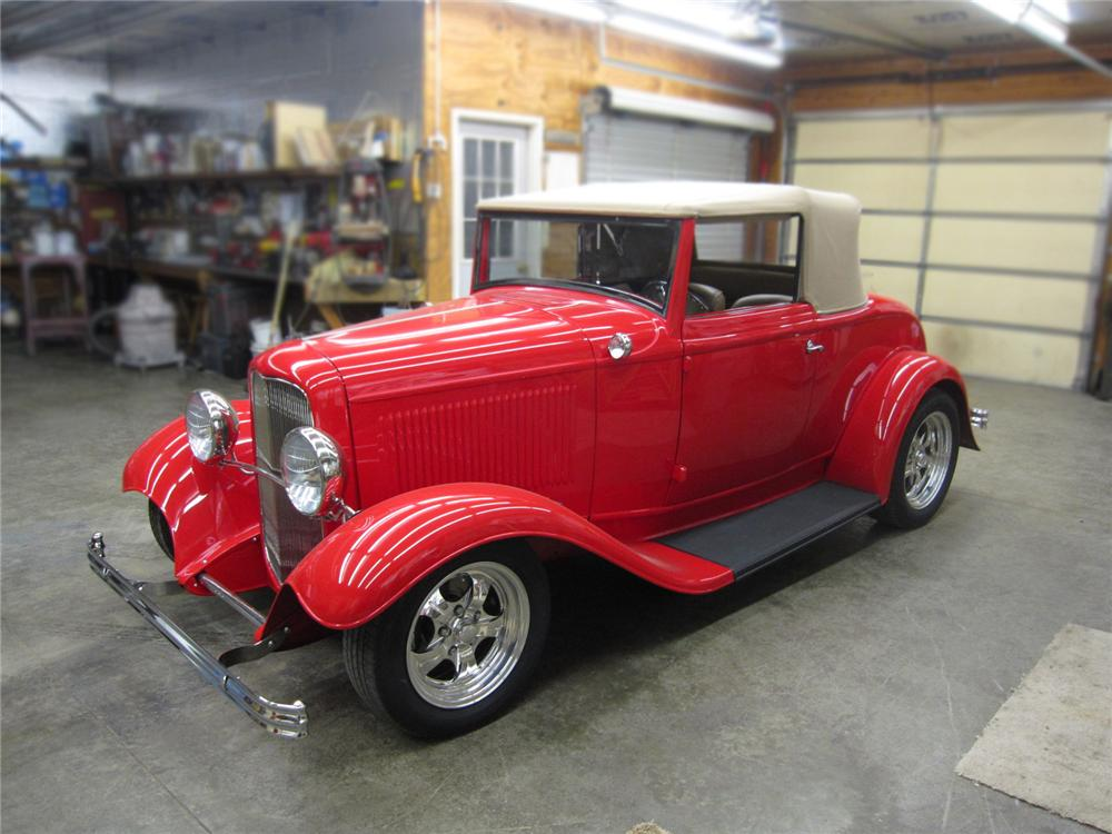 1932 FORD CUSTOM CONVERTIBLE - Front 3/4 - 137766