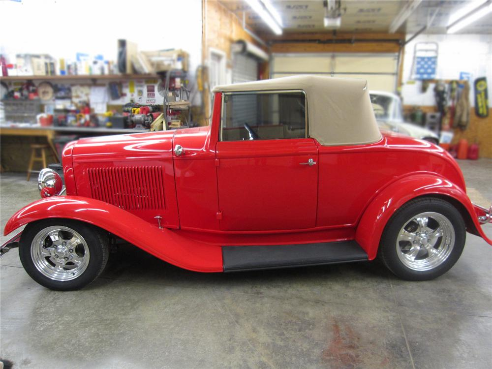 1932 FORD CUSTOM CONVERTIBLE - Side Profile - 137766