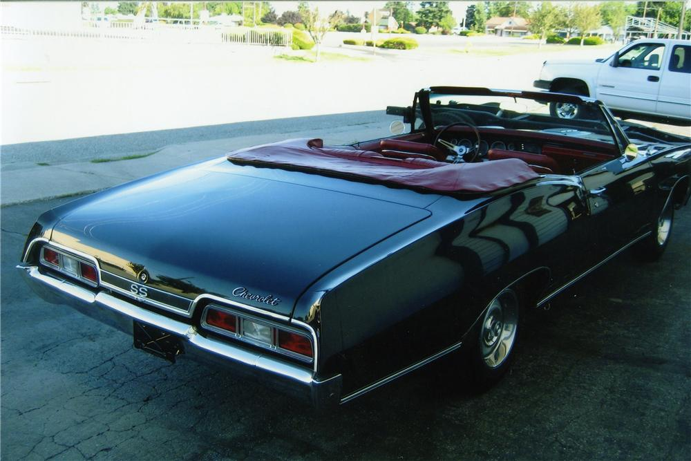 1967 CHEVROLET IMPALA SS CONVERTIBLE - Rear 3/4 - 137767