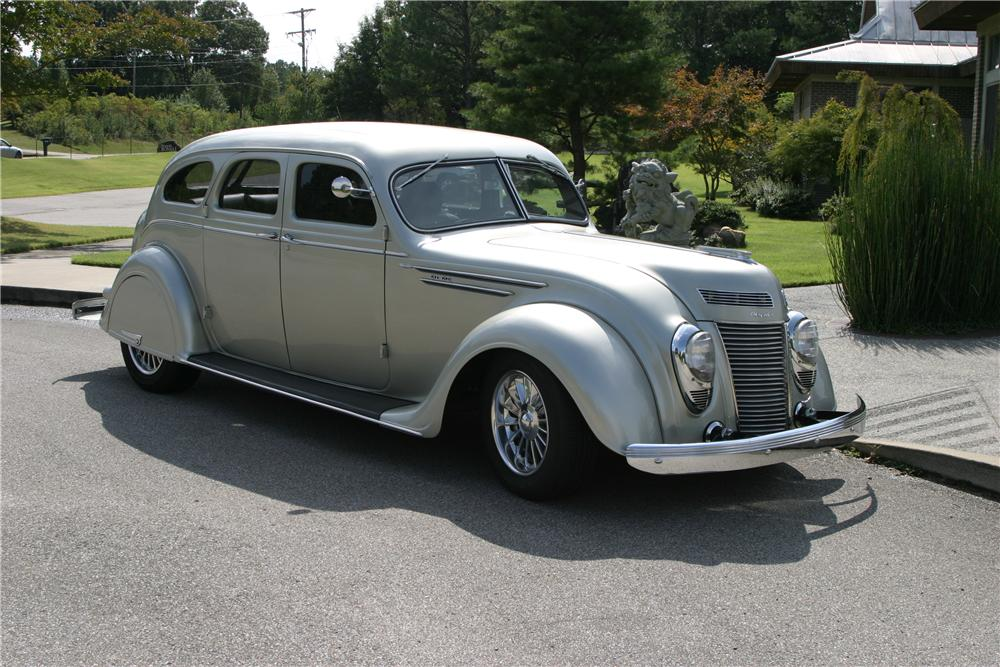 1937 CHRYSLER AIRFLOW CUSTOM 4 DOOR SEDAN - Front 3/4 - 137782
