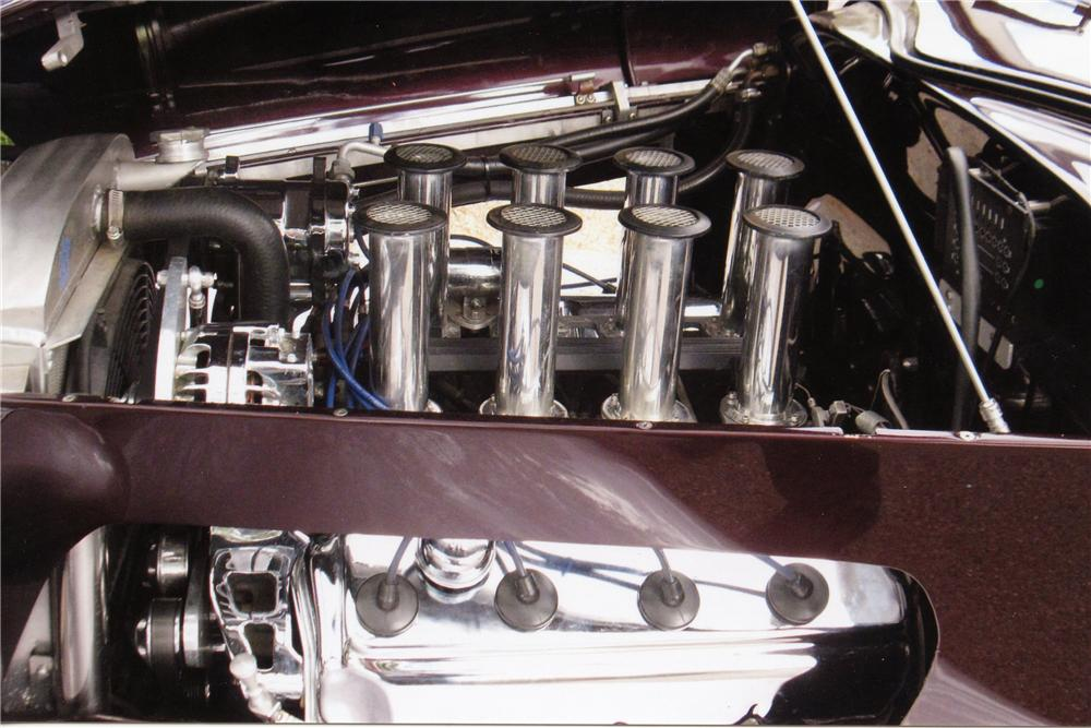 1933 FORD CUSTOM CABRIOLET - Engine - 137796