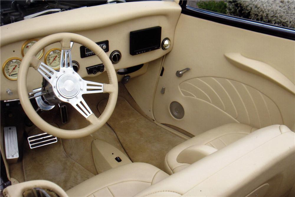 1933 FORD CUSTOM CABRIOLET - Interior - 137796