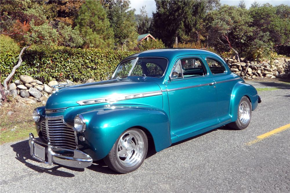 1941 CHEVROLET CUSTOM 2 DOOR COUPE - Front 3/4 - 137822
