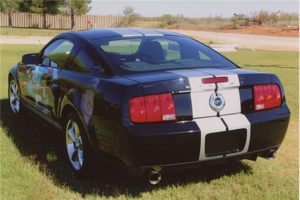 2007 FORD MUSTANG GT CUSTOM 2 DOOR COUPE - Rear 3/4 - 137852
