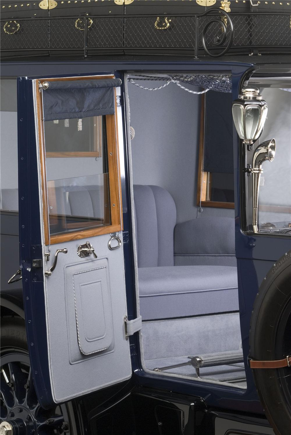 1914 MERCEDES OPEN FRONT TOWN CAR - Interior - 137863
