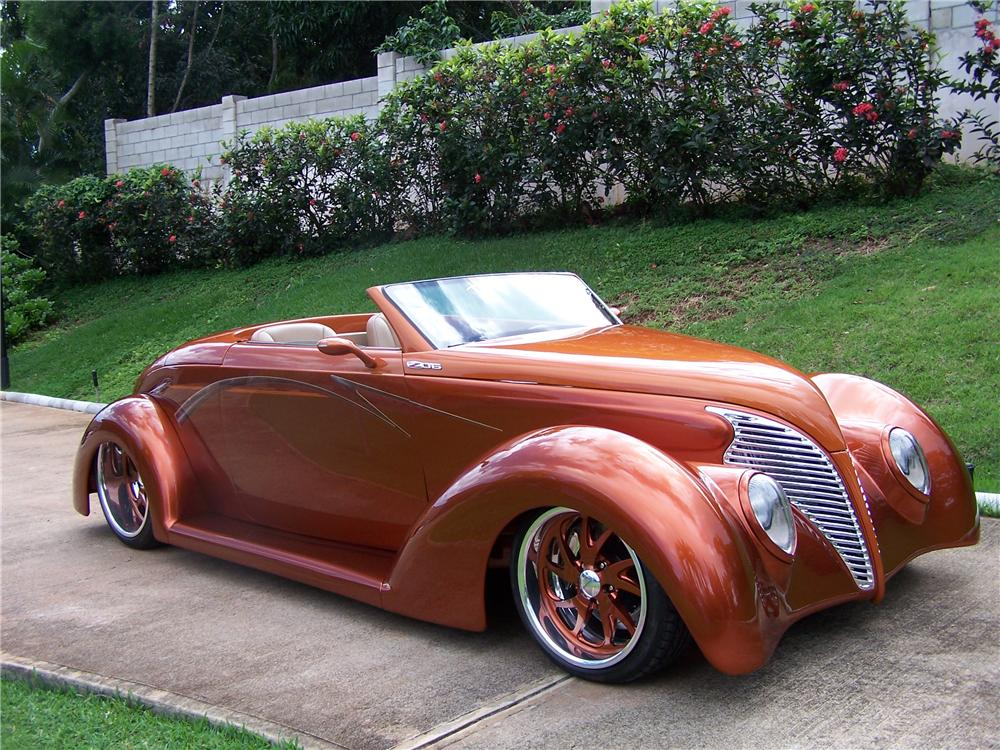 1939 FORD CUSTOM CONVERTIBLE - Front 3/4 - 137880