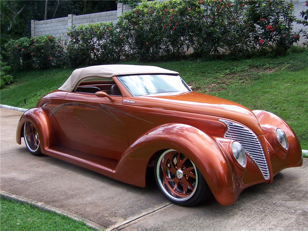 1939 FORD CUSTOM CONVERTIBLE - Side Profile - 137880
