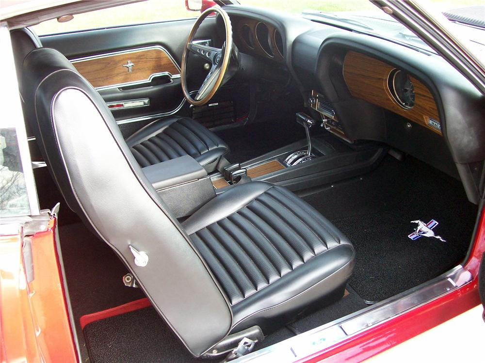 1969 FORD MUSTANG FASTBACK - Interior - 137889