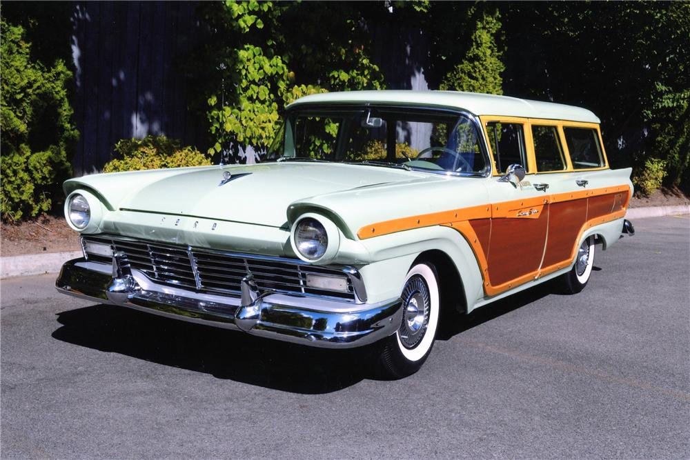 1957 FORD COUNTRY SQUIRE STATION WAGON - Front 3/4 - 137893