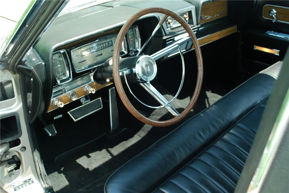 1962 LINCOLN CONTINENTAL CUSTOM COUPE - Interior - 137917