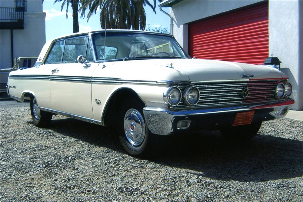 1962 FORD GALAXIE 500 XL 2 DOOR HARDTOP - Front 3/4 - 137931