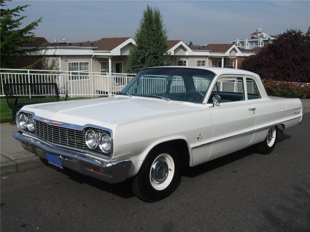 1964 CHEVROLET BISCAYNE CUSTOM 2 DOOR SEDAN - Front 3/4 - 137941