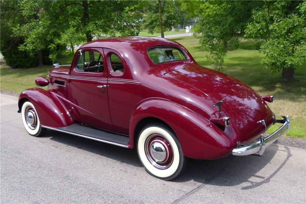 1937 CHEVROLET MASTER DELUXE 2 DOOR COUPE - Rear 3/4 - 137960