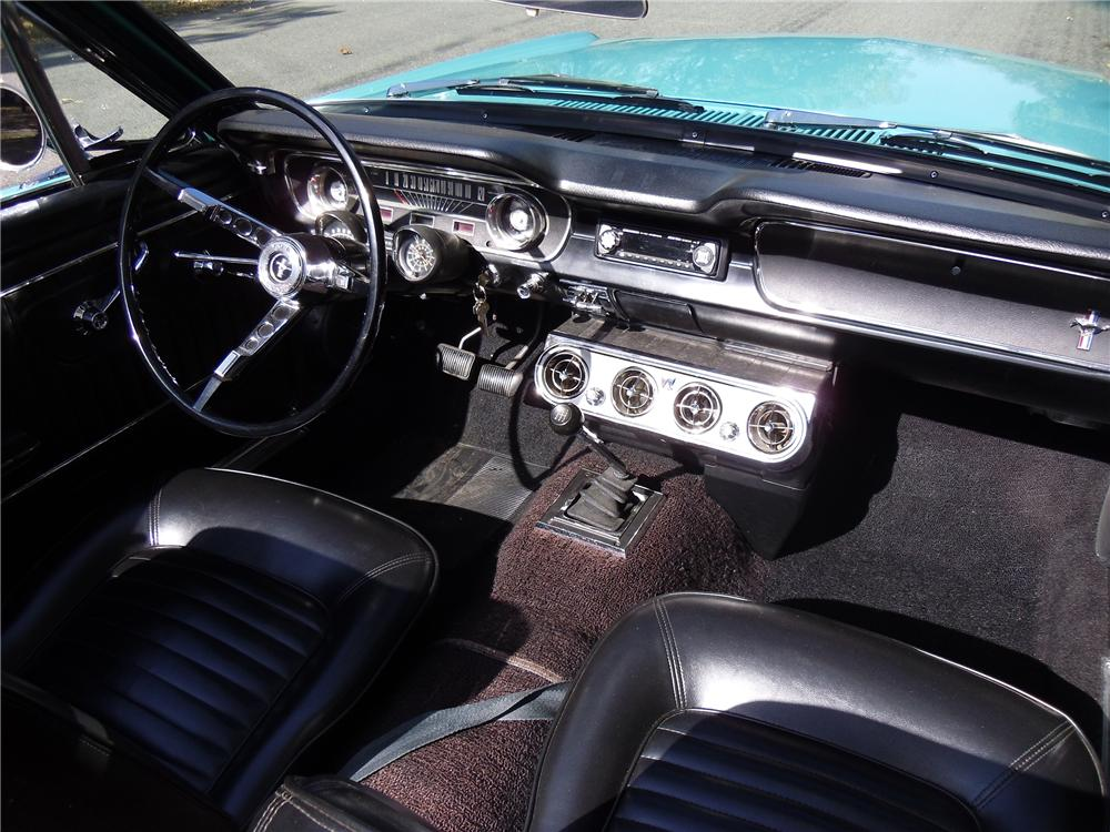 1965 FORD MUSTANG CONVERTIBLE - Interior - 137962