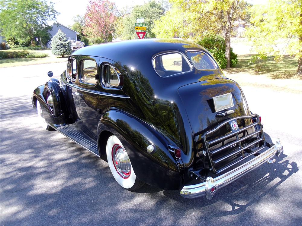 1939 PACKARD SUPER 8 4 DOOR SEDAN - Rear 3/4 - 137970