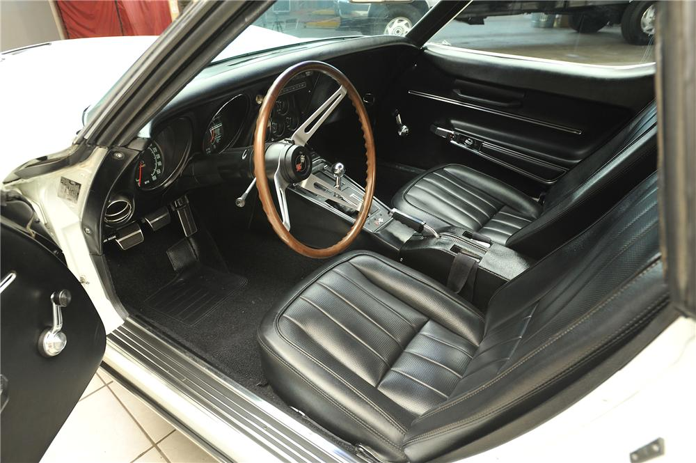 1968 CHEVROLET CORVETTE CONVERTIBLE - Interior - 138025