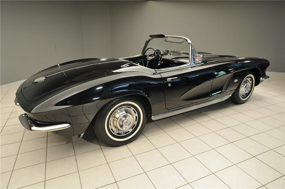 1962 CHEVROLET CORVETTE CONVERTIBLE - Rear 3/4 - 138028