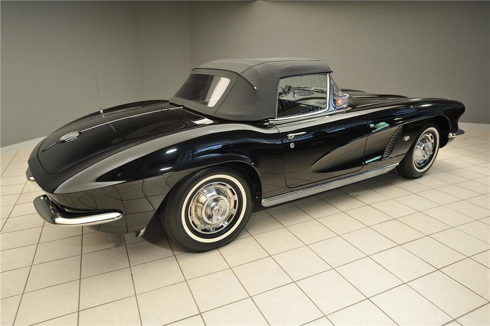 1962 CHEVROLET CORVETTE CONVERTIBLE - Side Profile - 138028