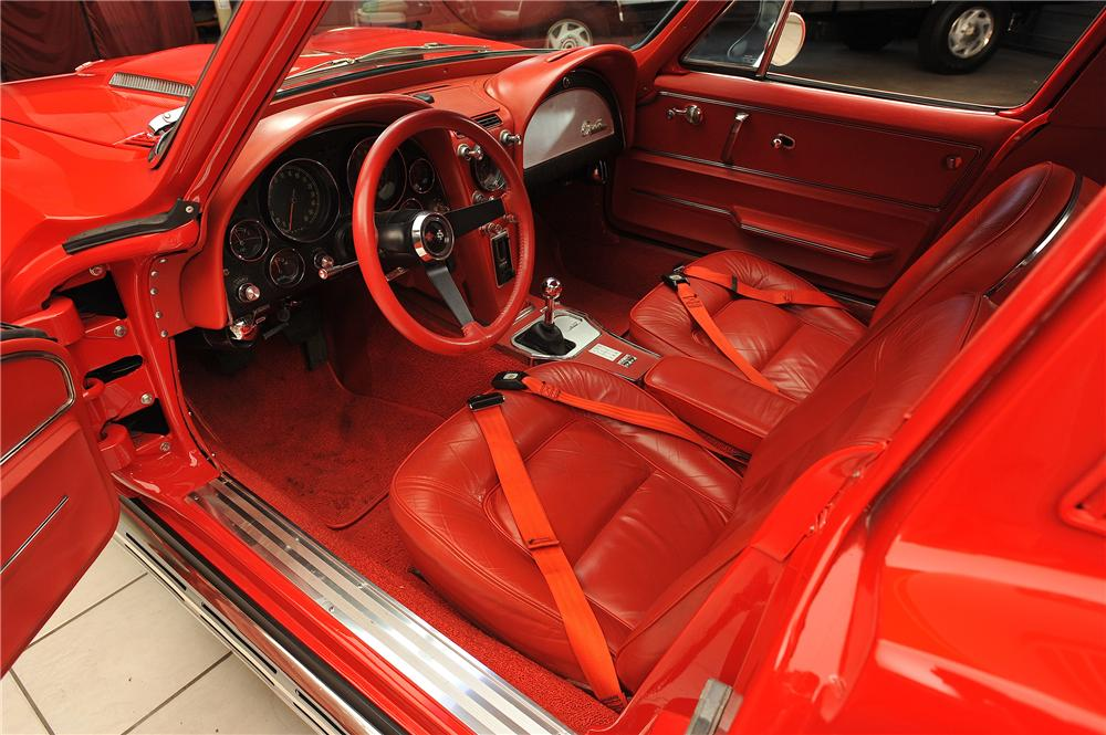 1965 CHEVROLET CORVETTE CUSTOM 2 DOOR COUPE - Interior - 138030