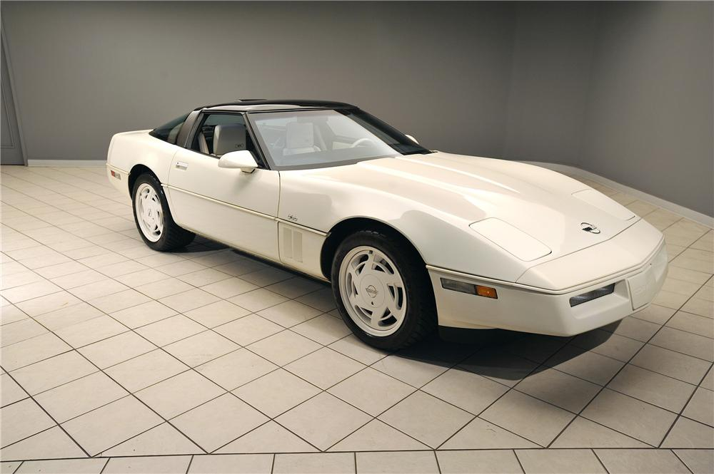 1988 CHEVROLET CORVETTE COUPE - Front 3/4 - 138038