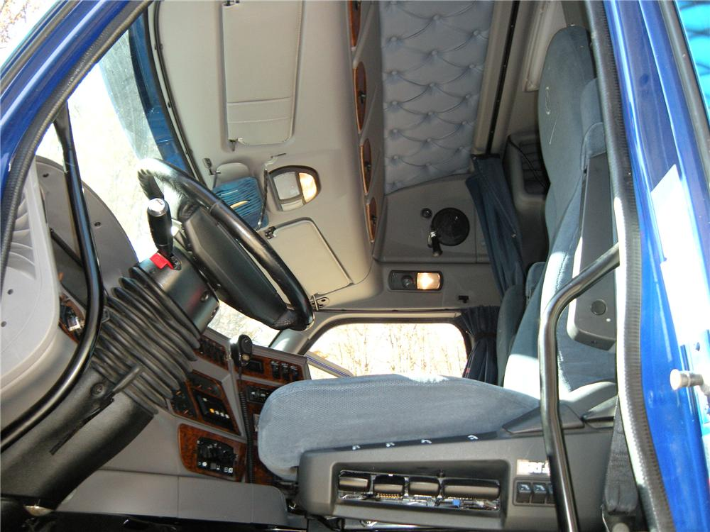 2000 KENWORTH T2000 SEMI TRUCK - Interior - 138053