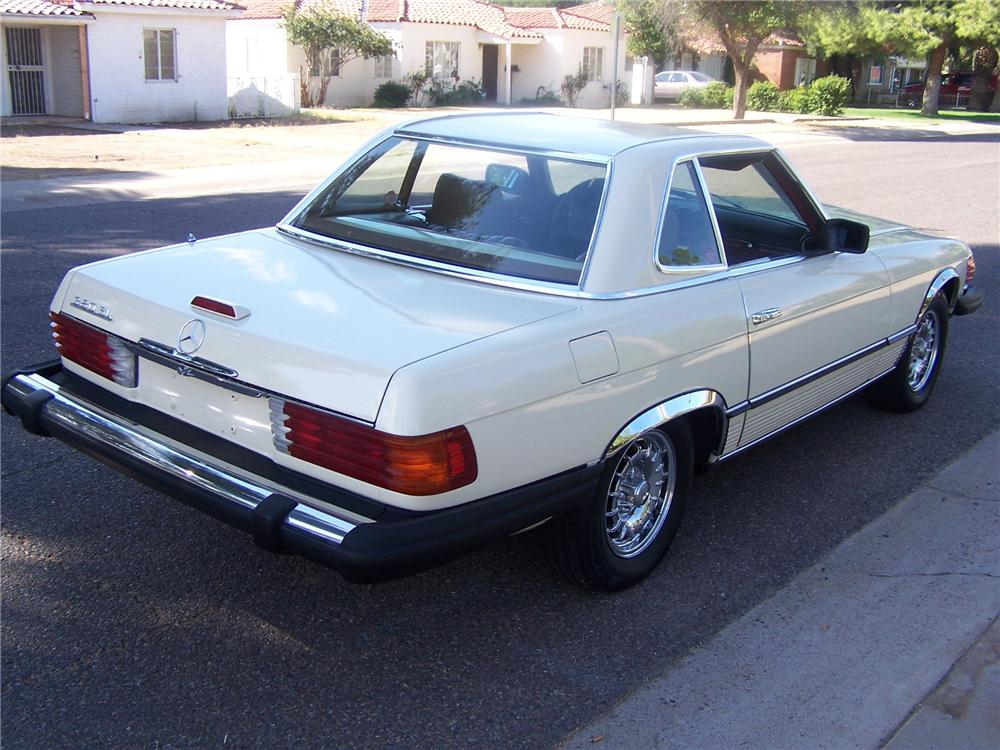 1981 MERCEDES-BENZ 380SL CONVERTIBLE - Rear 3/4 - 138076