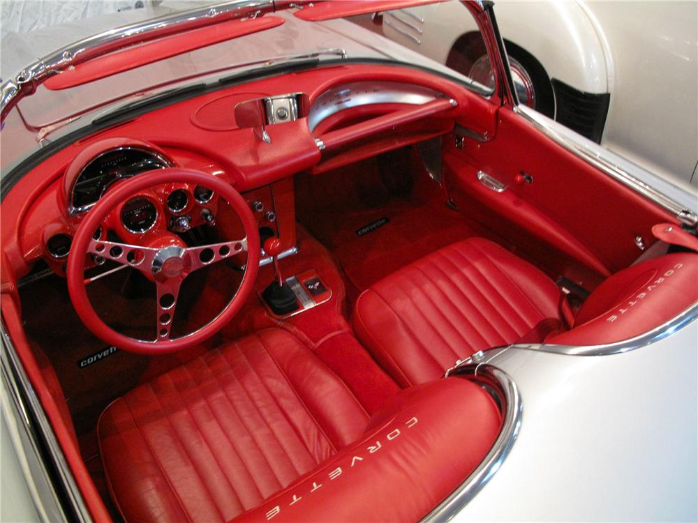 1960 CHEVROLET CORVETTE CUSTOM ROADSTER - Interior - 138085