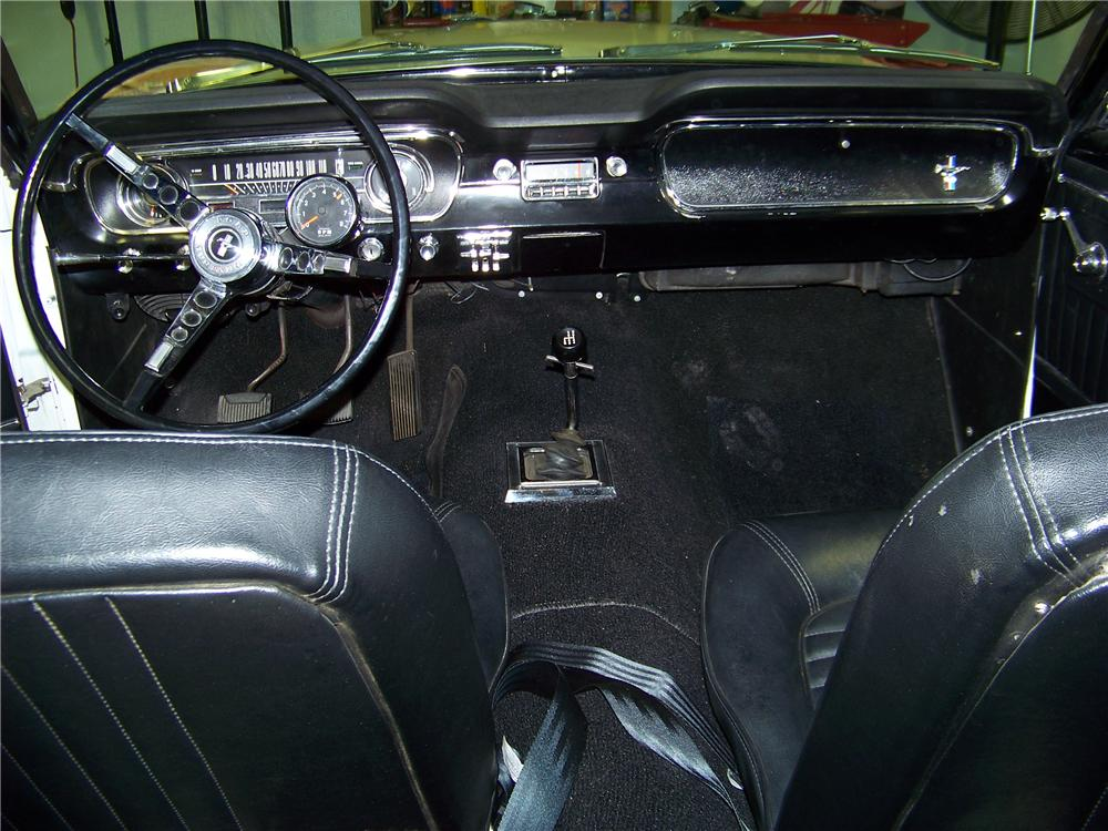1965 FORD MUSTANG 2 DOOR FASTBACK - Interior - 138155