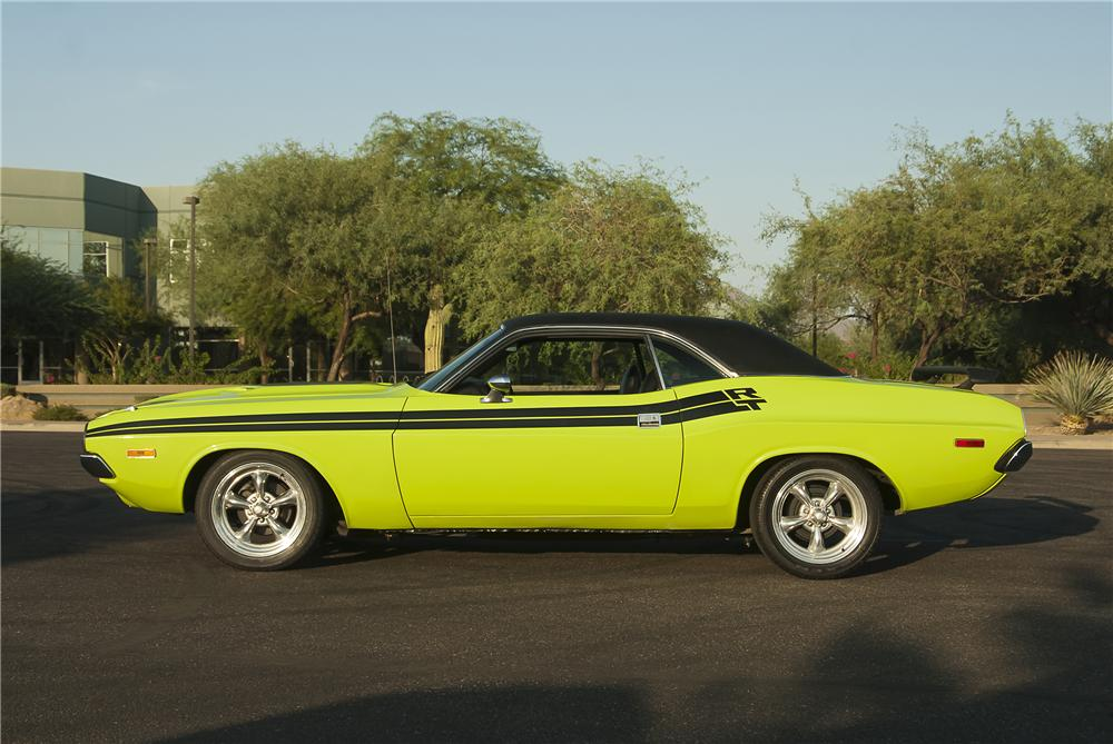 1973 DODGE CHALLENGER CUSTOM 2 DOOR HARDTOP - Side Profile - 138162