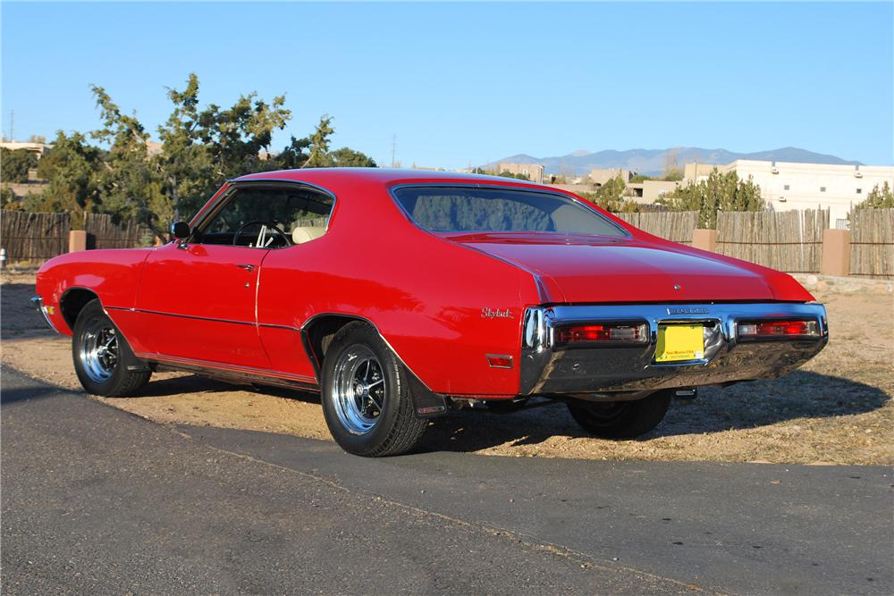 1972 BUICK SKYLARK CUSTOM 2 DOOR HARDTOP - Rear 3/4 - 138180