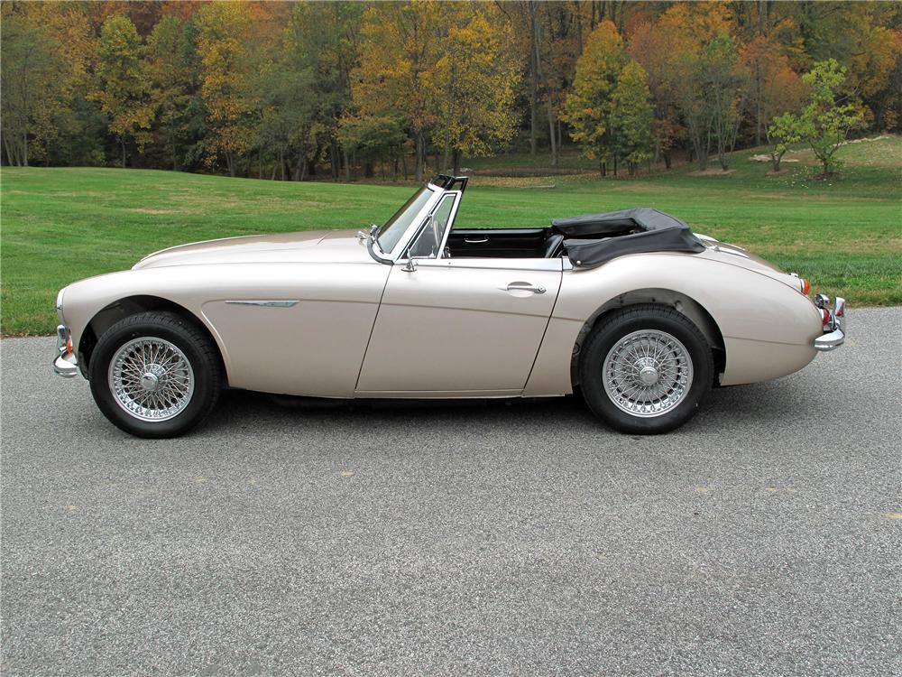 1967 AUSTIN-HEALEY 3000 MARK III BJ8 CONVERTIBLE - Side Profile - 138191