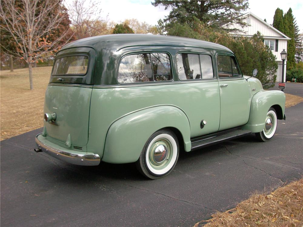 1952 CHEVROLET SUBURBAN STATION WAGON - Rear 3/4 - 138201