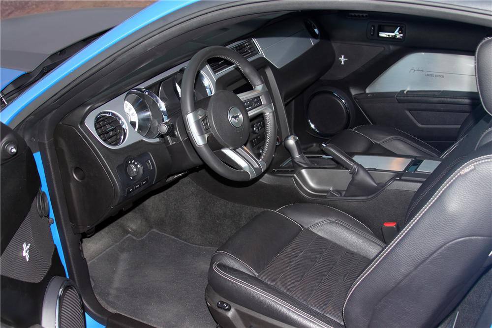 2011 FORD MUSTANG CUSTOM 2 DOOR COUPE - Interior - 138207