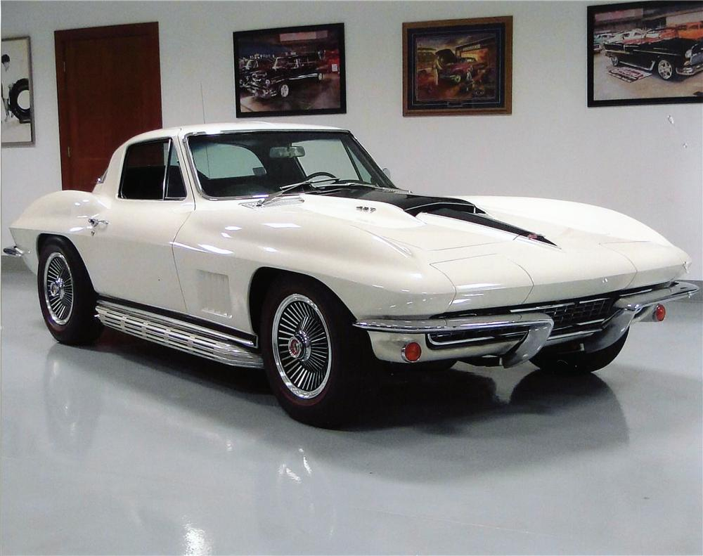 1967 CHEVROLET CORVETTE 2 DOOR COUPE - Front 3/4 - 138208