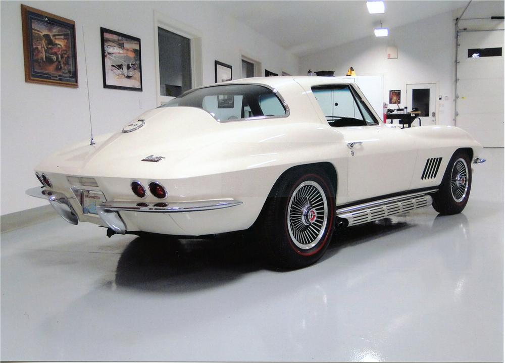 1967 CHEVROLET CORVETTE 2 DOOR COUPE - Rear 3/4 - 138208