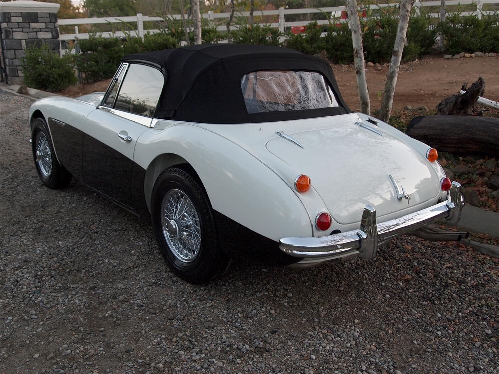 1966 AUSTIN-HEALEY BJ8 CONVERTIBLE - Rear 3/4 - 138219