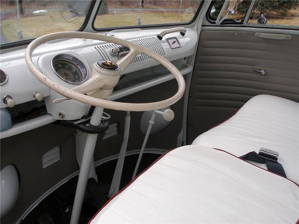 1966 VOLKSWAGEN 21 WINDOW DELUXE BUS - Interior - 138220