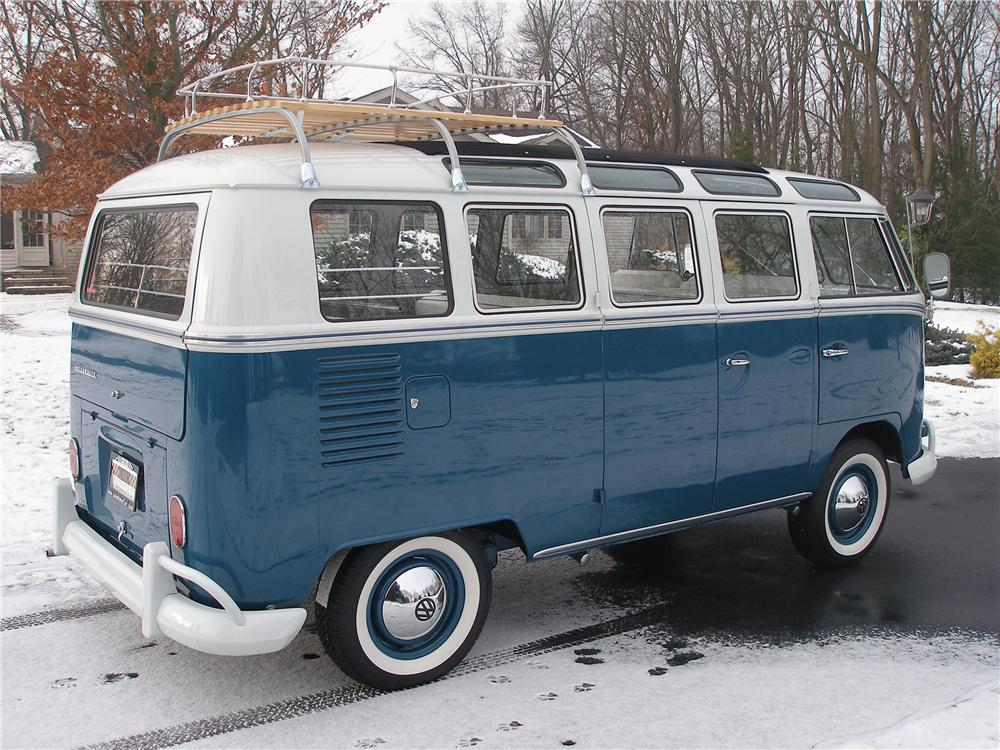 1966 VOLKSWAGEN 21 WINDOW DELUXE BUS - Rear 3/4 - 138220