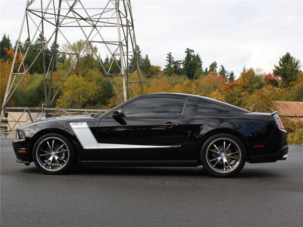 2010 FORD MUSTANG CUSTOM 2 DOOR COUPE