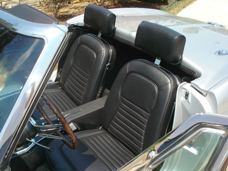 1967 CHEVROLET CORVETTE CONVERTIBLE - Interior - 138310