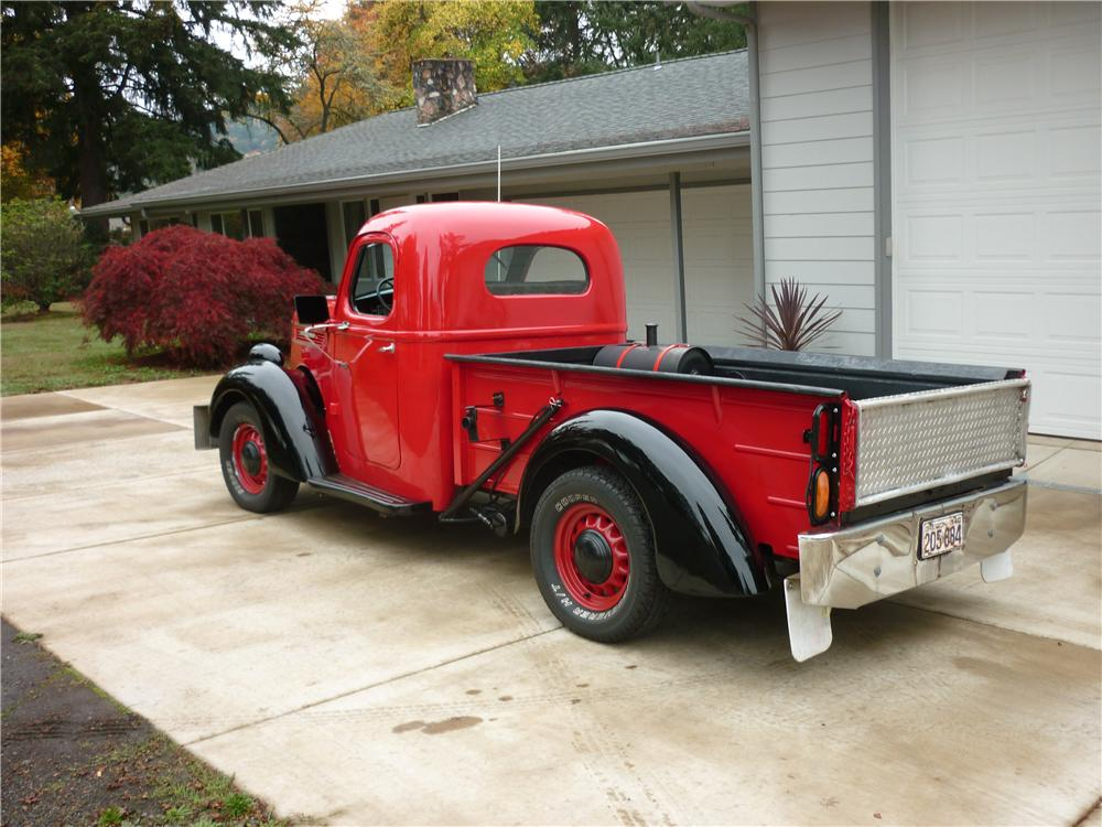 1940 INTERNATIONAL CUSTOM PICKUP - Rear 3/4 - 138314