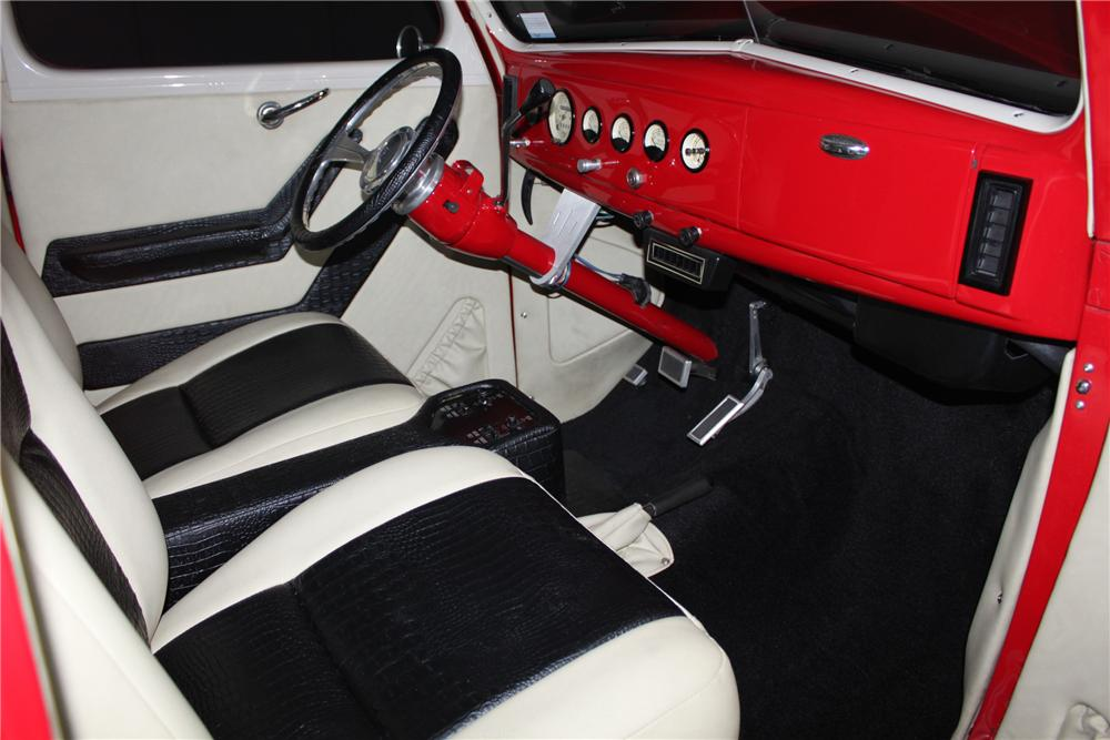 1939 FORD CUSTOM 2 DOOR COUPE - Interior - 138325