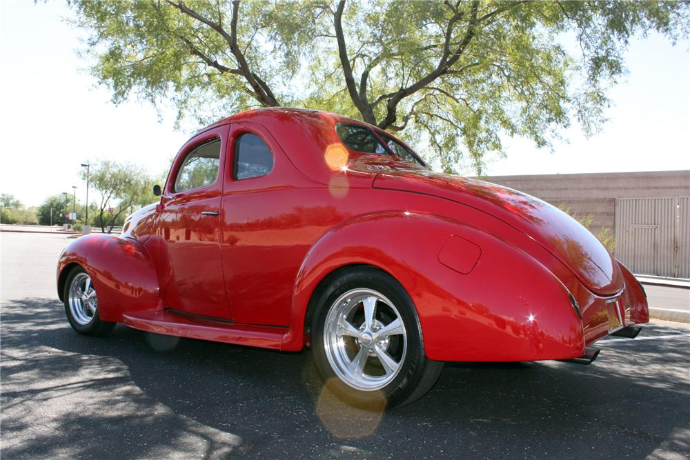 1939 FORD CUSTOM 2 DOOR COUPE - Rear 3/4 - 138325