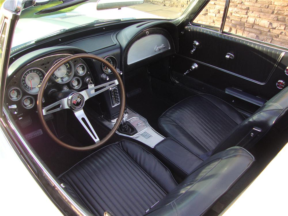 1963 CHEVROLET CORVETTE CONVERTIBLE - Interior - 138343